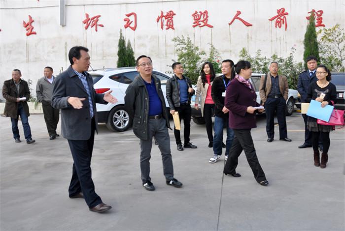 安宁市委常委、市政法委书记(魏蘶)莅临学校检查